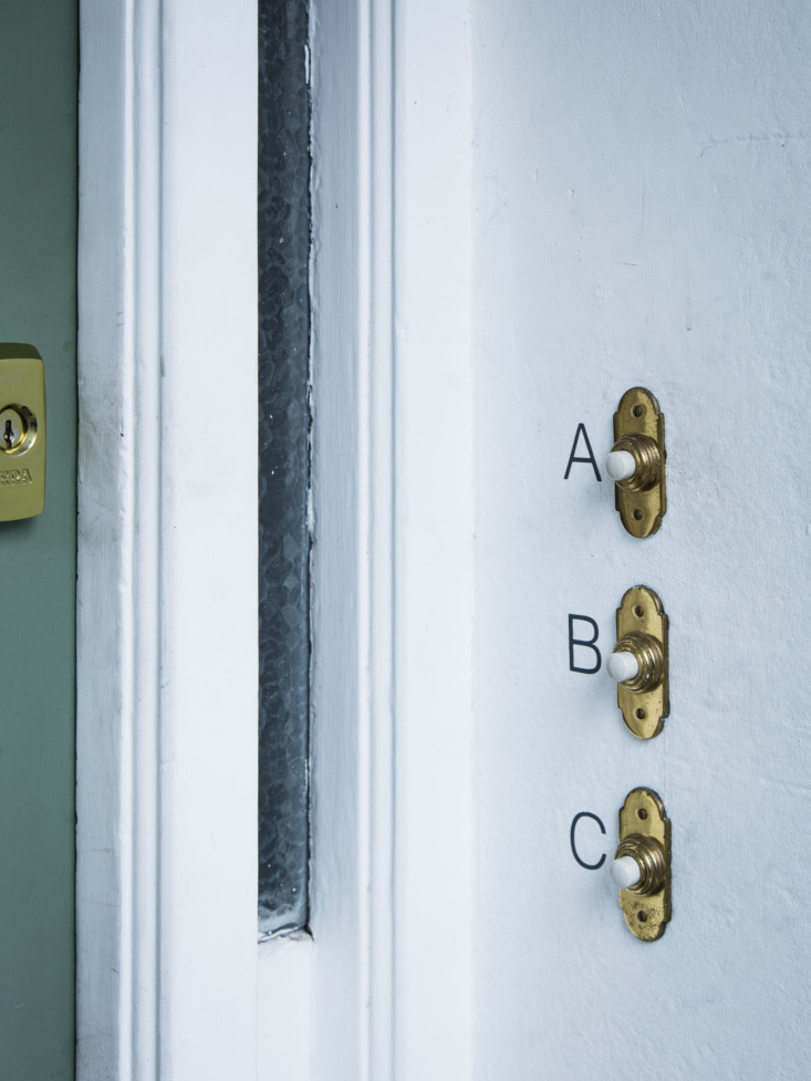 A simple, DIY way to upgrade your doorknob: see Doorbell Letters for Modern Victorians.