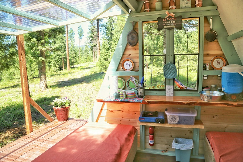 A-frame cabin with twin beds and kitchenette