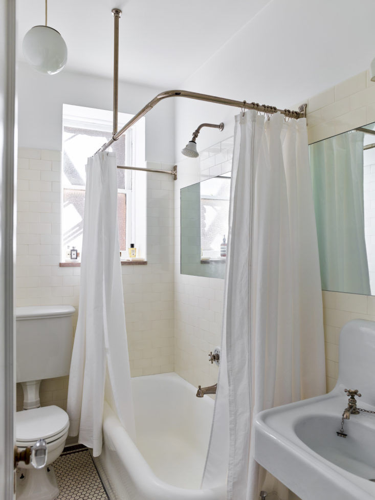 Matthew Axe Jackson Heights Apartment Bathroom by Eric Piasecki